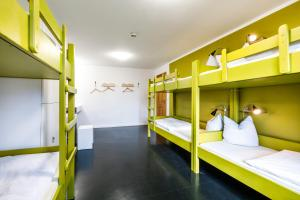 A bunk bed or bunk beds in a room at Jugendherberge Lenggries