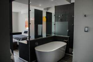 A bathroom at Chill Pepper Boutique Hotel