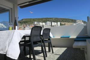A balcony or terrace at Blue Bay Beach Apartment
