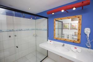A bathroom at Porto da Lua Boutique Hotel