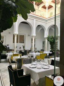 A restaurant or other place to eat at Palacio Pinello