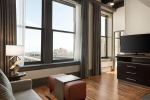 A television and/or entertainment center at Homewood Suites By Hilton Milwaukee Downtown