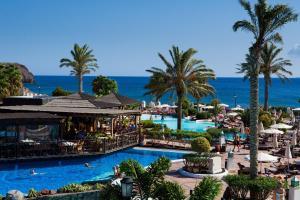 Vue sur la piscine de l'établissement Gran Castillo Tagoro Family & Fun Playa Blanca ou sur une piscine à proximité