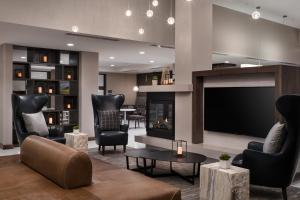 The lounge or bar area at Residence Inn by Marriott Boulder Canyon Boulevard