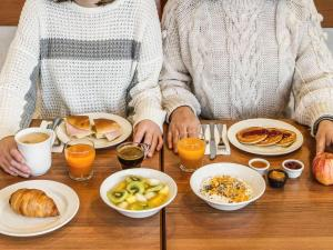 Breakfast options available to guests at Hotel Ibis Coimbra Centro