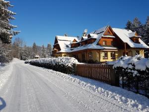 Obiekt Willa Zarębek zimą