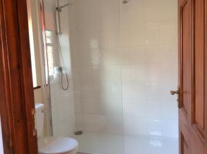 A bathroom at The Fountain Oldwood