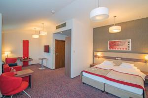 A bed or beds in a room at Hotel Szafran