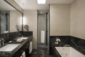 Um banheiro em Alvear Art Hotel