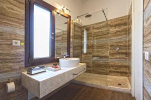 A bathroom at Hotel Costa dei Fiori