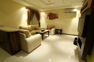 Uma área de estar em توليب الروضة للشقق الفندقية