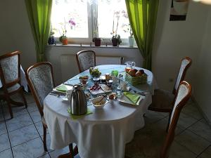 """A restaurant or other place to eat at Weinbau & Pension """"8Zeilen"""""""