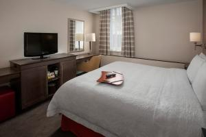 A bed or beds in a room at Hampton Inn & Suites Milwaukee Downtown