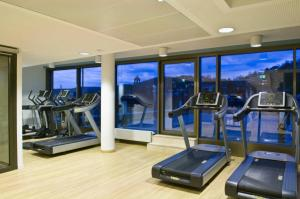 The fitness center and/or fitness facilities at Park Inn by Radisson Stuttgart