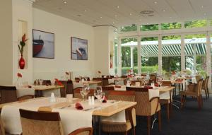 A restaurant or other place to eat at Hotel Müggelsee Berlin