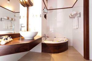 Salle de bains dans l'établissement Amaya Lake Dambulla