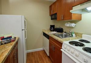 A kitchen or kitchenette at TownePlace Suites San Jose Cupertino