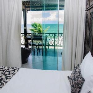 Uma vista da piscina em Pousada Maracabana ou nos arredores