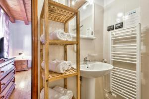 A bathroom at Casa Romantica La Parenzana