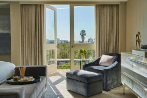 A seating area at Viceroy L'Ermitage Beverly Hills