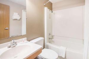 A bathroom at Super 8 by Wyndham Jamestown