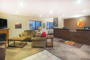 The lobby or reception area at Super 8 by Wyndham Jamestown