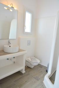 Ванная комната в Hotel Glaronissia Rooms & Suites