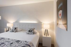A bed or beds in a room at Hotel Mitland