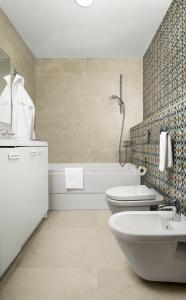 A bathroom at ZENTRUM Hotel