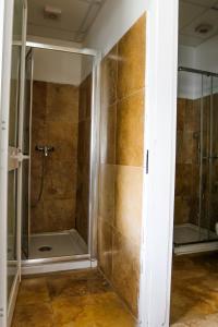 Un baño de Inhawi Boutique Hostel