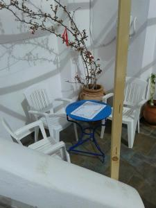 A balcony or terrace at Floras Rooms and Studios