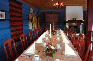 A restaurant or other place to eat at Eventyrlige Skaret
