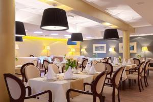 Restauracja lub miejsce do jedzenia w obiekcie Pensjonat Kazimierski
