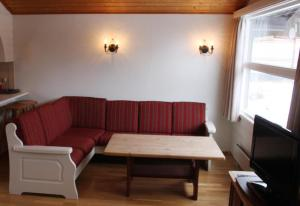 A seating area at Eventyrlige Skaret