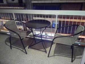 Un balcon sau o terasă la Comfortable inexpensive apartmets near metro