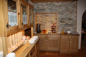 Ein Restaurant oder anderes Speiselokal in der Unterkunft Pension Schusterpeter