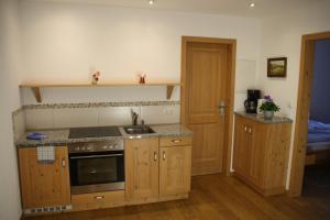 Küche/Küchenzeile in der Unterkunft Pension Schusterpeter