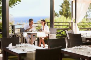 A restaurant or other place to eat at Occidental Jandía Royal Level - Adults Only
