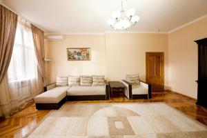 Гостиная зона в Apartments Kvartirkino