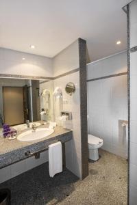 A bathroom at Parador de Ávila