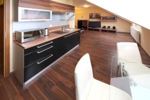 Kuchyňa alebo kuchynka v ubytovaní Penzión na Rožku