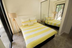 A bed or beds in a room at Beautiful Modern Luxury