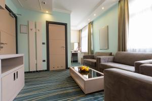 A seating area at Kopernikus Hotel Prag