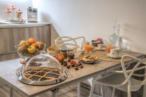Breakfast options available to guests at iRoom Civita