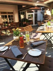 A restaurant or other place to eat at Hotel Brennhaus Behl