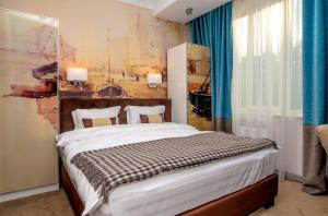 A bed or beds in a room at ZENTRUM Hotel