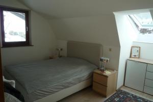Ein Bett oder Betten in einem Zimmer der Unterkunft Villa Bellevue: Apartment N°1