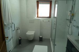 Ein Badezimmer in der Unterkunft Villa Bellevue: Apartment N°1