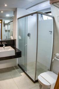 A bathroom at Marante Executive Hotel