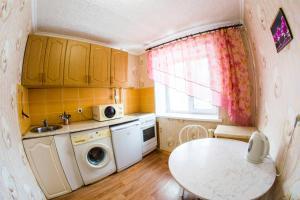 A kitchen or kitchenette at RENT-сервис Apartment Irtyshskaya naberezhnaya 15b